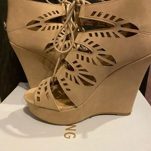 Call it spring cut out wedges size 7.5